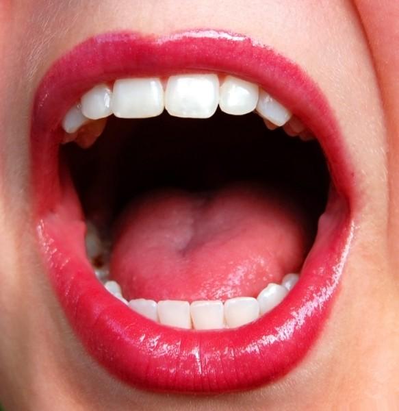 az aceton szaga a szájból hányáskor